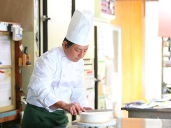 三重県四日市市にある和洋菓子スイーツのお店 富寿家のオーナー