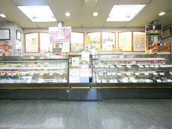 三重県四日市市にある和洋菓子スイーツのお店 富寿家の店内